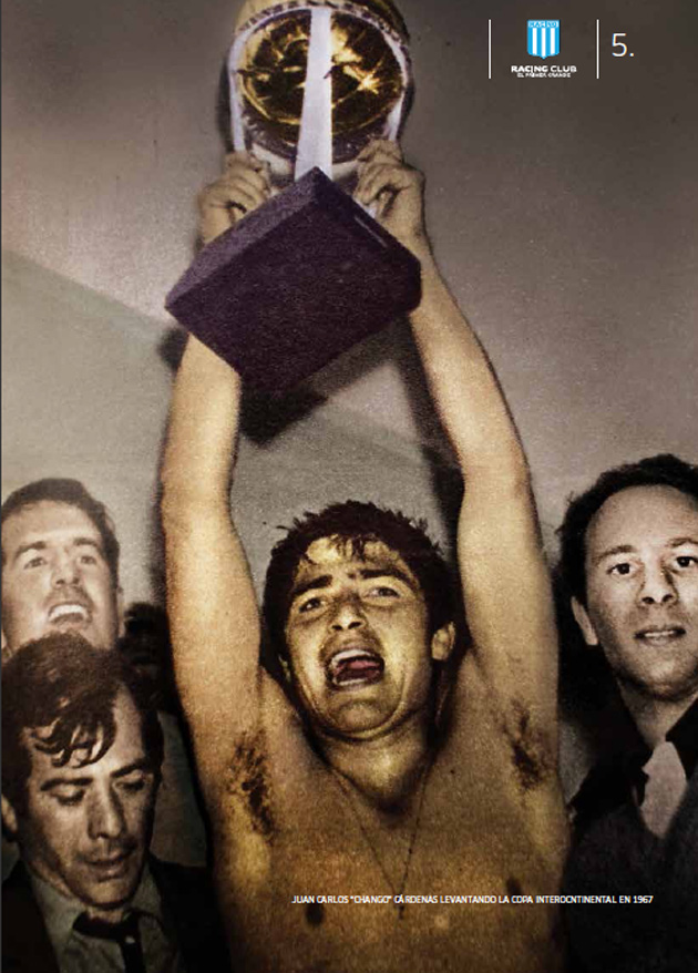 El Chango Cárdenas levanta la Copa Intercontinental de 1967.